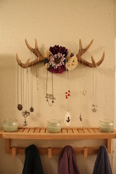 A carefully curated gallery of creative jewelry display ideas you can use for your home, store or window displays or even for photography purposes. Antler Jewelry Holder, Antler Necklace, Gold Necklace, Crafts To Do, Diy Crafts, Deer Antler Crafts, Western Bedroom Decor, Deer Decor, Skull Decor