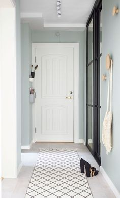 Simple and nice entryway with mint-green walls that gives an airy expression. Hallway Walls, Entryway Wall, Entryway Shoe Storage, Hallway Ideas, Hallways, Mint Living Rooms, Mint Green Walls, Turbulence Deco, Small Entryways