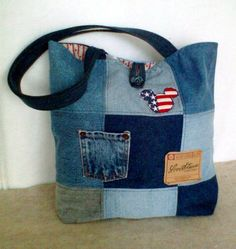 Denim bag made from re-cycled jeans. Pattern is a nine patch quilt design with 2 pockets added to the outside of the bag. Jean Crafts, Denim Crafts, Jean Purses, Purses And Bags, Denim Purse, Denim Ideas, Recycled Denim, Purse Patterns, Fabric Bags