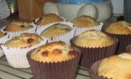 This recipe for Cherry and Chocolate Muffins is a great lunchtime treat Chocolate Muffins, Muffin Recipes, Cherry, Treats, Breakfast, Food, Goodies, Chocolate Chip Muffins, Meal