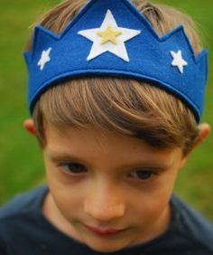 Wool Felt Crown in Blue with Stars   Niddle Noddle