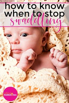 How to know when to stop swaddling baby! Swaddling baby is a right of passage for moms with newborns. There are benefits to swaddling, but how long should you do it? What will happen to sleep? Click now to get all your swaddling baby questions answered here! #swaddlingbaby #newborn #newmom #babysleep Natural Parenting, Good Parenting, Taking Care Of Baby, Toddler Potty, Newborn Schedule, Baby Information, Baby Development, Baby Warmer, Newborn Care