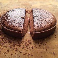 Cédric Grolet Dessert Drinks, Dessert Recipes, Desserts, Chocolates, Grolet, Sweet Pie, Sweet Recipes, French Recipes, Something Sweet