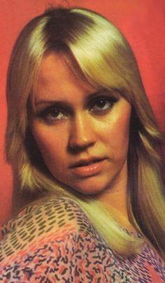 Agnetha photographed in 1976 Music Like, Pop Music, Frida Abba, Bonnie Tyler, Pat Benatar, Music Icon, Golden Girls, The Most Beautiful Girl, Popular Music