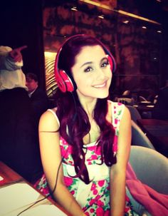 Ariana Grande, such a beauty ♥ Ariana Grande Gif, Ariana Grande Pictures, Cat Valentine Outfits, Victorious Cast, Ariana Grande Dangerous Woman, Valentino Gowns, Bae, Nickelodeon, Star Wars