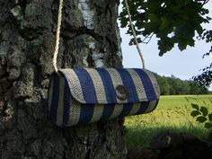 Shoulder bag crafted of sundried palmleaves, button of polished coconut shell. Sustainable Fair Trade fashion.