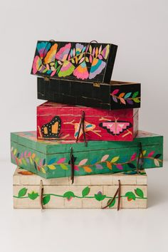 Caja de madera chica en internet Painted Trunk, Painted Wooden Boxes, Hand Painted, Home Crafts, Easy Crafts, Diy And Crafts, Diy Trinket Box, Decoupage, Wooden Crafts