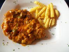 XL-Schnitzel mit pikanter Sauce
