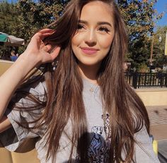Shared by Aĺëxīą BÆ. Find images and videos about thalia bree, thaliabree and thalia crawford on We Heart It - the app to get lost in what you love. Cute Girl Poses, Girl Photo Poses, Girl Photography Poses, Poses For Pictures, Girl Pictures, Girl Photos, Cute Girl Face, Stylish Girls Photos, Foto Instagram