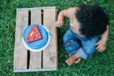 superman cake smash