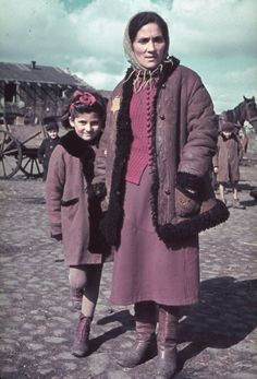 Portrait of an unidentified Jewish woman and young girl in the Kutno Ghetto, early Poland and Europe during the WWII era German Nazi Holocaust Campaign and Occupation Jewish Ghetto, Warsaw Ghetto, Warsaw Poland, Photos Rares, Invasion Of Poland, The Third Reich, Life Pictures, World History, Jewish History