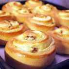 Pudingové slimáky Pudding Desserts, Home Baking, Russian Recipes, Doughnut, Diy And Crafts, Muffin, Food And Drink, Bread, Recipes