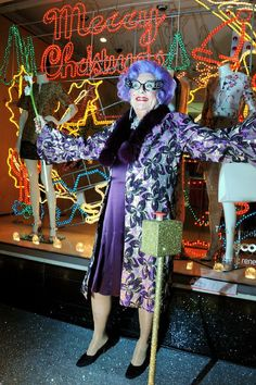 Dame Edna Everage - a unique look that will stay i out minds for all times