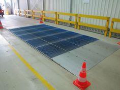 W niemieckiej fabryce samochodów Solar Panels, Gate, Outdoor Decor, Home Decor, Sun Panels, Decoration Home, Solar Power Panels, Portal, Room Decor
