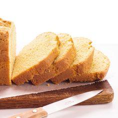 Recette du cake au rhum et à la vanille : un cake moelleux, légèrement humide et pas sec, délicieusement parfumé au rhum et à la vanille…