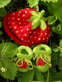 Knitted Strawberry Baby hat and shoes