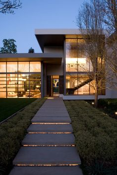 Brentwood Luxury Residence by Belzberg Architects | HomeDSGN, a daily source for inspiration and fresh ideas on interior design and home decoration. The Brentwood Residence is an impressive 12,000 square foot contemporary home designed by Belzberg Architects in collaboration with interior design studio MLK Studio.  Located in Los Angeles, California, this luxury two-story residence features large glazed walls, a tennis field, a generous swimming pool and a guest house.