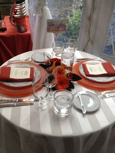 sweetheart table Fox Wedding, Sweetheart Table, Table Settings, Table Decorations, Red, Furniture, Home Decor, Decoration Home, Room Decor