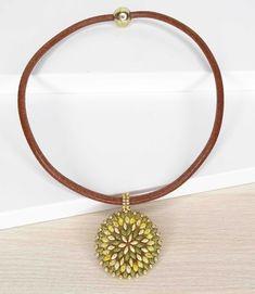 22 € Gold Necklace, Jewelry, Fashion, Beading, Necklaces, Bangle Bracelets, Short Necklace, Shades Of Green, Lockets
