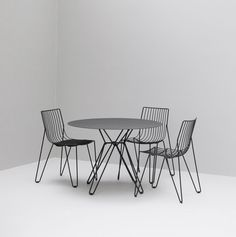 Elegant and Stackable Steel Wire Tio Chair Design by Chris Martin and Magnus Elebäck for Massproductions Pool Furniture, Furniture Design, Outdoor Furniture, Stackable Chairs, Galvanized Metal, Chair Design, Contemporary Design, Branding Design, Indoor