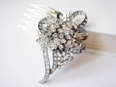 Romantic, captivating and enchanting are the perfect words to describe this sparkling silver tone hair comb. Featuring whimsical leaves and stems encrusted with a myriad of clear Swarovski crystals, this divine hair accessory takes inspiration from vintage hair combs from 1940s Hollywood.  Crys...