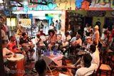 """O Candeeiro do Samba é realizado todo o primeiro sábado do mês, a partir das 14h às 17h30min, em um encontro que reúne sambistas e outros apreciadores do samba de raiz. Tem como Proposta divulgar as composições da velha guarda e difundir suas raízes culturais para as novas gerações. Durante a programação, compositores apresentam ao...<br /><a class=""""more-link"""" href=""""https://catracalivre.com.br/geral/agenda/barato/candeeiro-do-samba-8/"""">Continue lendo »</a>"""
