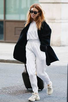 Thanks to Stacey Dooley I'll Be Wearing This Low-Maintenance Outfit All December Stacey Dooley style: white tracksuit Black Women Fashion, Look Fashion, Feminine Fashion, Fashion Edgy, Cheap Fashion, Ladies Fashion, High Fashion, Trendy Outfits, Fashion Outfits