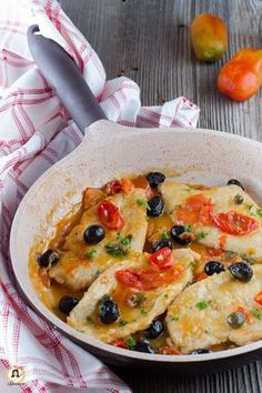 Chicken breast with cherry tomatoes, olives and capers cooked in a pan .-Petto di pollo con pomodorini olive e capperi Cotto in padella Piatto cremoso e facile Chicken breast with cherry tomatoes, olives and capers Baked in a pan Creamy and easy dish - Meat Recipes, Chicken Recipes, Dinner Recipes, Cooking Recipes, Healthy Recipes, Popular Italian Food, Best Italian Recipes, Italian Foods, Italian Cooking