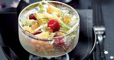 Vous n'êtes pas un as du dressage mais vous souhaitez épater vos convives pour les fêtes de Noël avec des présentations raffinées? Que ce soit pour l'apéritif, l'entrée ou le dessert, misez sur les verrines qui vous permettront un visuel élégant mais simple, avec notre sélection de 15 recettes salées ou sucrées! Apple Dessert Recipes, Easy Desserts, Recipe Using Applesauce, Canned Apples, Christmas Brunch, Granny Smith, Fruit Salad, Punch Bowls, Entrees
