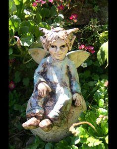 Sold - Gartenfiguren - Keramik Elfe, Fee, Gartenfigur, Beetstecker - ein Designerstück von Sandlilien bei DaWanda