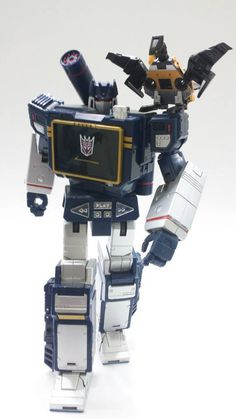 Transformers Masterpiece Soundwave and Buzzsaw
