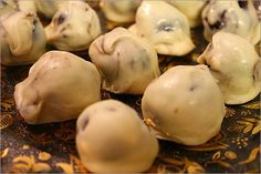 peanut butter oreo cheesecake truffles