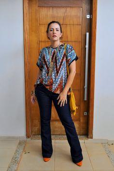 Calça Flare jeans e blusa solta com estampa étnica - flare pants - flare jeans - etnics print