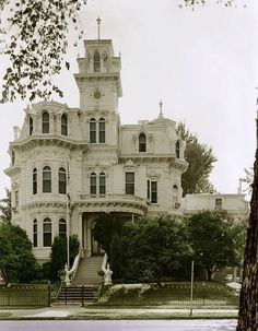 Grandiose old house -talk about character and curb appeal.  It does my heart good to see these homes preserved and restored. <3