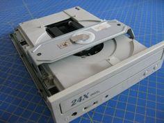 Proyectos DIY para reciclar un lector de CD/DVD - Ikkaro Electronics Components, Electronics Gadgets, Electronics Projects, Diy Tech, Cool Tech, Electrical Projects, Electrical Engineering, Latest Curtain Designs, Reusable Things