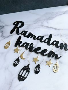 Elegant and sophisticated ways to decorate your home for Ramadan using intricate gold & black pieces from Muslim-owned businesses. Ramadan Mubarak, Eid Crafts, Ramadan Crafts, Decoraciones Ramadan, Iftar Party, Eid Party, Ramadan Activities, Islamic Gifts, Ideas