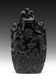 Snuff Bottle (Biyanhu), China, Late Qing dynasty, about 1800-1911, Molded amber with matching stopper