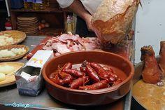 plato de cjorizos  de galicia en  el stand de la feria de murcia
