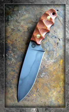 Photo by Wayne Morgan Cool Knives, Knives And Tools, Knives And Swords, Best Pocket Knife, Pocket Knives, Combat Knives, Knife Handles, Knife Sheath, Handmade Knives