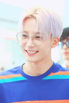 This boy is too pretty for his own good. Hip Hop, Woozi, Mingyu, Boo Seungkwan, Vernon Hansol, Won Woo, Jeonghan Seventeen, Joshua Hong, Seventeen Wallpapers