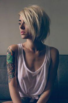 Der Fotograf ist mir unbekannt, aber ich mag Tattoos :-)