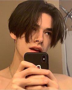 34 Ideas Baby Face Boy Guys - New Hairstyles 🆕 Beautiful Boys, Pretty Boys, Bad Boy Aesthetic, Aesthetic Pastel, Long Haired Men, Grunge Boy, Tumblr Boys, Boy Hairstyles, Grunge Hairstyles