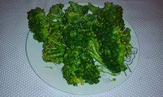 Cum devin vegetarian? Ce şi cum mâncăm?: Broccoli cu ciuperci Broccoli, Vegetarian, Vegetables, Food, Veggies, Essen, Vegetable Recipes, Yemek, Meals