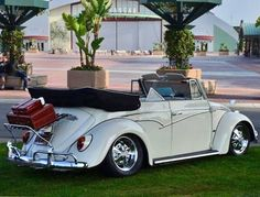 this was my high school dream car :) Ferdinand Porsche, My Dream Car, Dream Cars, Vw Cabriolet, Beetle Convertible, Volkswagen Convertible, Kdf Wagen, Hot Vw, Vw Vintage