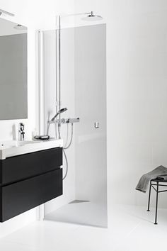 Suihku miellyttävässä suihkutilassa on arjen ylellisyyttä Bathtub, Vanity, Bathroom, Image, Standing Bath, Dressing Tables, Washroom, Bathtubs, Powder Room