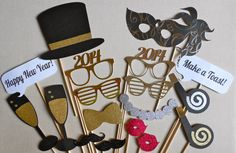 New Years Photo Booth Props. New Years Eve. Party // Fun. Glitter and Metallic Photo Booth Props. 2014. Set of 18. Silver and Gold.
