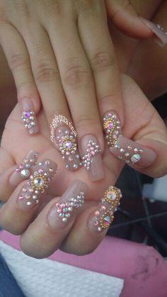 #Uñas con piedras #nude #swarovski