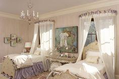 meubles en détresse shabby chic rose violet lustre en chambre poncé décoration intérieure romantique meilleure décoration blog de bible