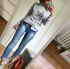 ≫ 39 The Advantages of Casual Outfits for Women in Simple Jeans - houseinspira Mode Outfits, Jean Outfits, Fall Outfits, Fashion Outfits, Womens Fashion, Ladies Fashion, Work Casual, Casual Looks, Simple Outfits
