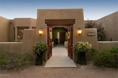 Would love to have an entryway courtyard!